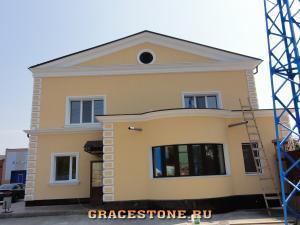 44 mokrii-fasad-dekorativnaia-shtukaturka